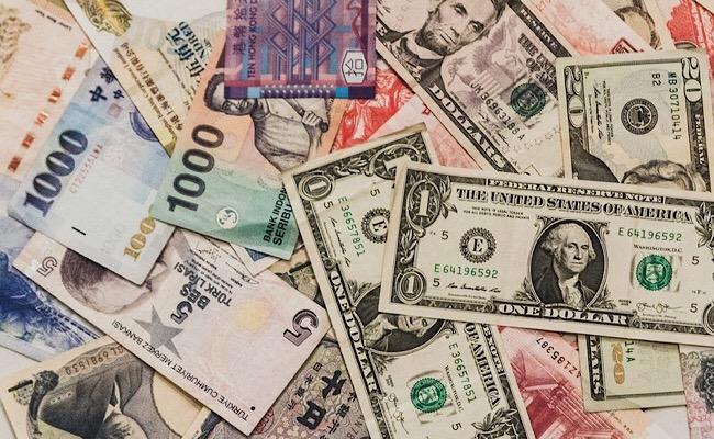 散らばったお金