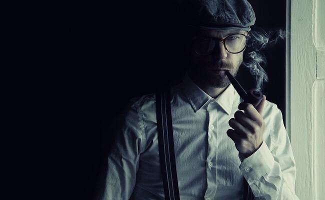 探偵っぽい男性