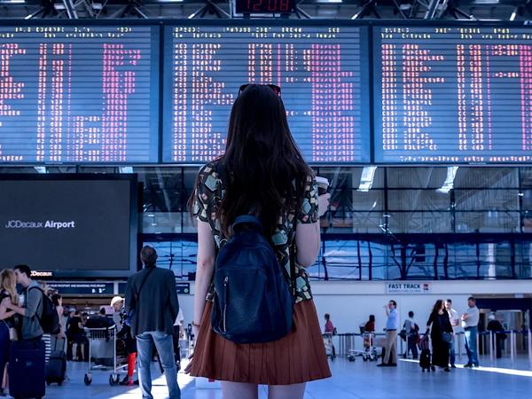 一人旅に「出会い」はある?ロマンスが期待できる一人旅で異性と出会う方法と注意点を解説します