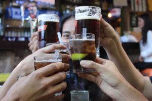 【飲み友達の作り方】楽しい飲み仲間と出会う方法を解説します